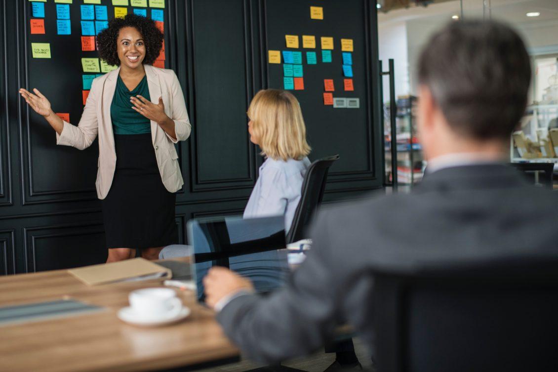 boss-brainstorming-business-1093913 (1)