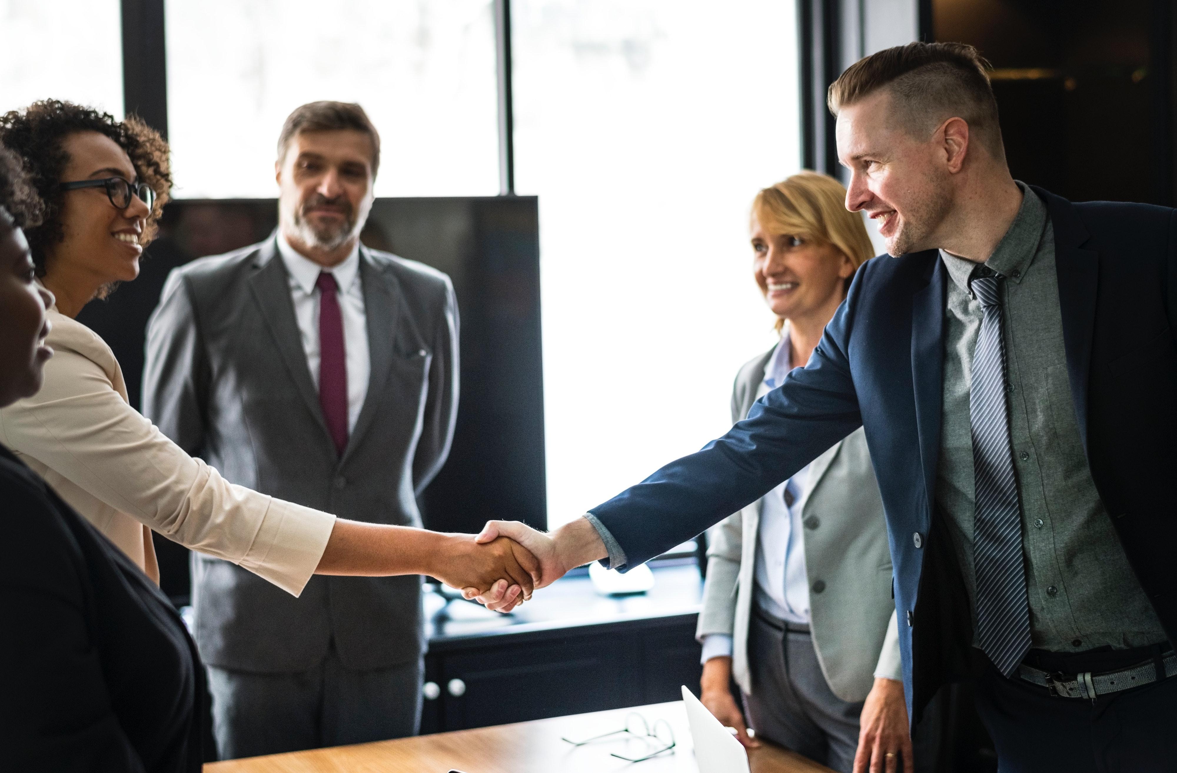 businessmen-businesspeople-businesswomen-1249158 (1)